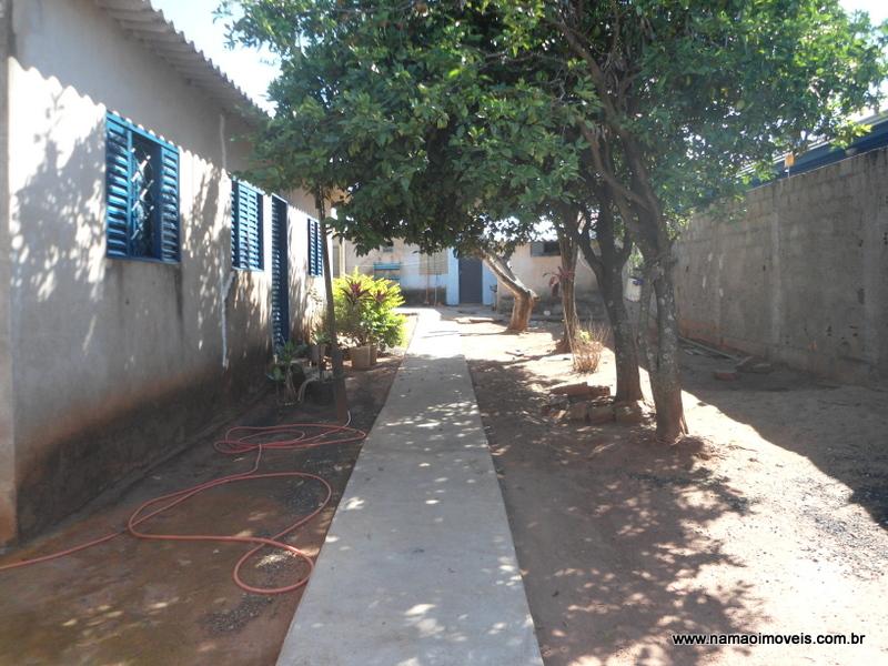Terreno com 2 casas no bairro Canaã em Uberlândia